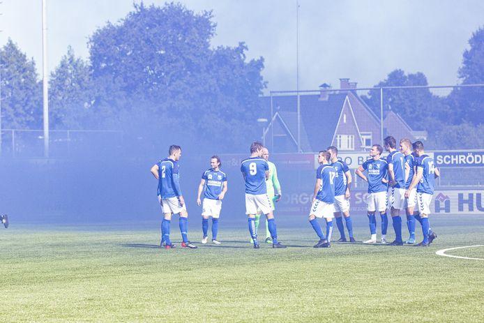 De spelers van TVC'28, vorige week voor de derby tegen Stevo. Zondag zijn ze vrij.
