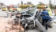 Twee bestuurders zwaargewond bij frontale klap in Bevere
