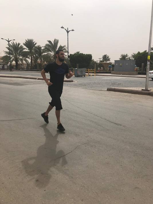 Youssef El Jebli jogt door de lege straten van Riyad.