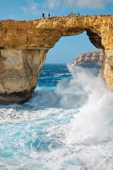Woeste zee slokt toeristische trekpleister van Malta op
