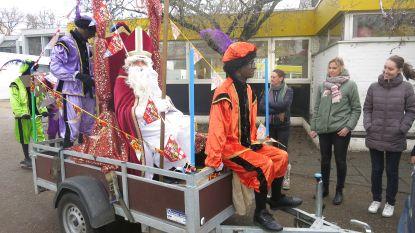 Sinterklaas maakt intrede in aanhangwagen