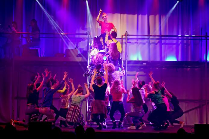 ETTEN-LEUR - Pix4Profs/Casper van Aggelen - Leerlingen van de KSE uit Etten-Leur spelen dit weekend de musical Fame.