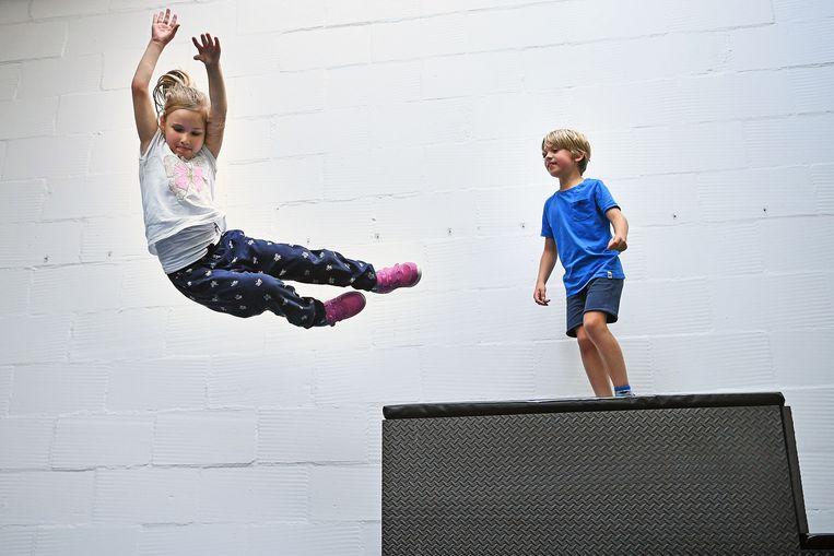 Kinderen moeten die filmpjes vooral niet ongecontroleerd gaan lopen nadoen, zegt freerunner Balestra. Beeld Guus Dubbelman / de Volkskrant