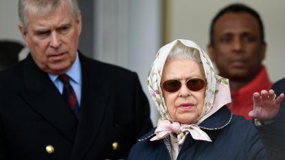 Queen Elizabeth maakt zich grote zorgen over 'lievelingszoon' prins Andrew