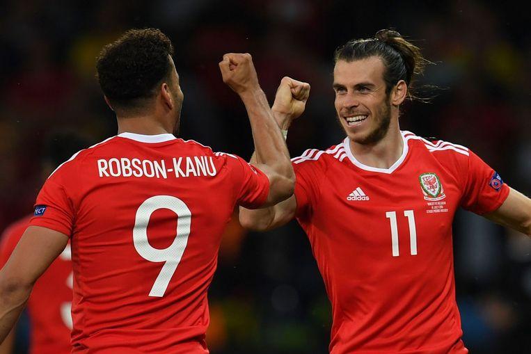 Robson-Kanu met ploeggenoot Gareth Bale. Beeld afp