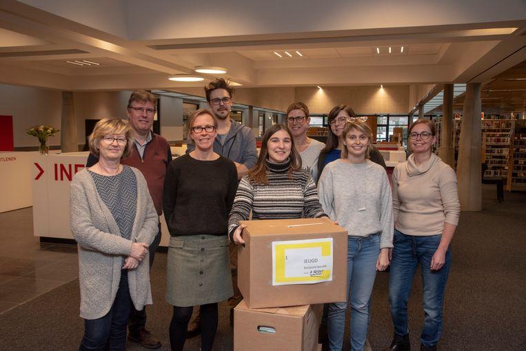 De bibliotheekmedewerkers in de vernieuwde bibliotheek van Wetteren.