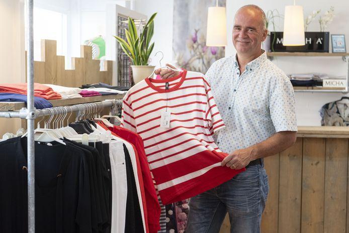Eddy Gankema in zijn kledingzaak.