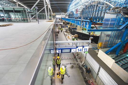 De verbouwing van Utrecht Centraal, daags voor de opening van een nieuw deel van het station voor reizigers.