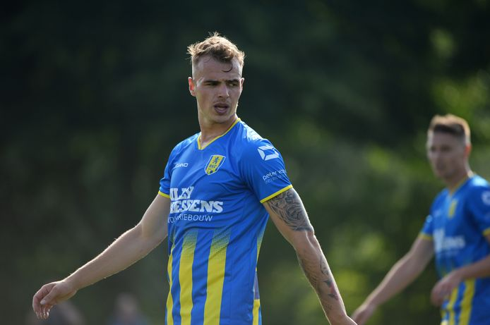 Lars Nieuwpoort in het shirt van RKC Waalwijk.