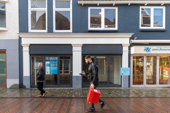 Een leegstaand winkelpand in de Lange Vorststraat in Goes.