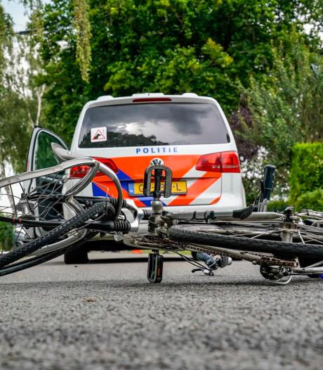 Botsing tussen fietser en politieauto in Oosterhout