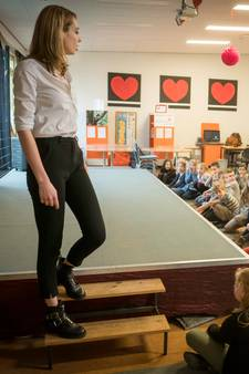Loiza, winnares Holland's Next Top Model, helpt Drielse kinderen de catwalk op