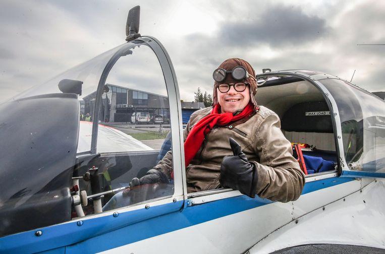 Oskar (23) nam even plaats in de cockpit, maar vloog uiteindelijk niet mee
