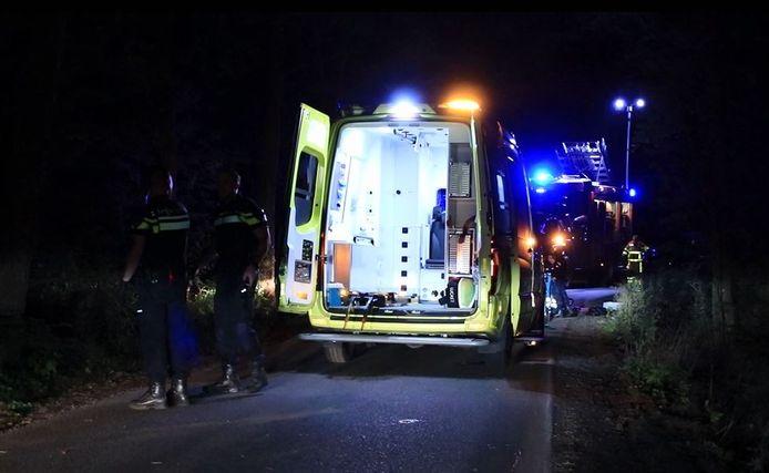 De ziekenwagen arriveert in Uddel