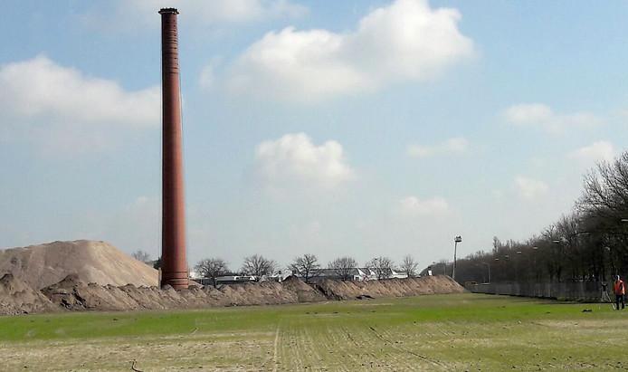 Philips schoorsteen staat op zijn bestemming bij de A58 in Roosendaal