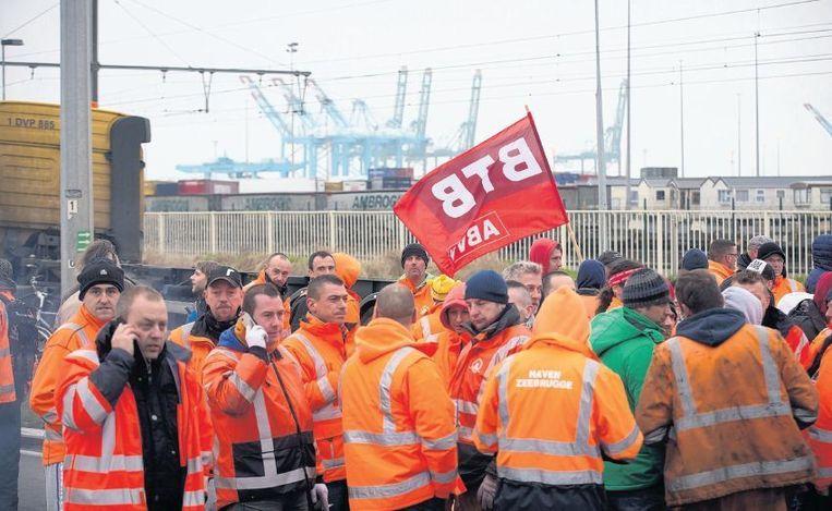 Na kleinere stakingen maken de Belgische vakbonden zich nu op voor de grote staking van maandag. In België zijn de meeste werknemers lid van een bond. Beeld belga