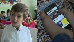VIDEO. Koshyar heeft geen armen, maar vraagt er aan de overheid