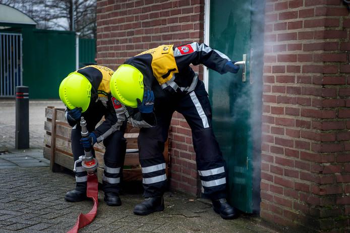 Een oefening van de jeugdbrandweer.