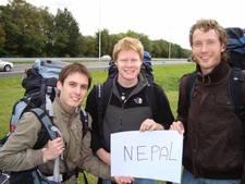 Hoe een contract op een bierviltje drie Zwollenaren naar Nepal leidde
