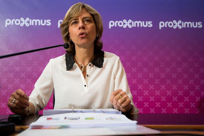"""De raad van bestuur van Proximus heeft bevestigd dat Dominique Leroy CEO blijft tot 1 december. De vakbonden eisen dat ze onmiddellijk stopt en dat het herstructureringsplan wordt herbekeken. De bonden vrezen dat Leroy met KPN een """"telecomaanval op België"""" zal lanceren."""