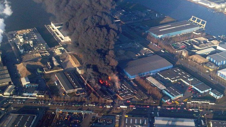 Grote rookwolken door de brand bij Chemie-Pack in januari dit jaar. Beeld anp