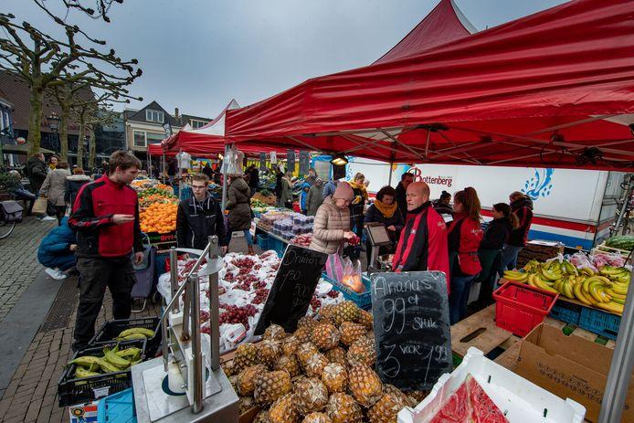 De markt op de Plantage krijgt vanaf zaterdag een ruimere opstelling vanwege de coronacrisis.