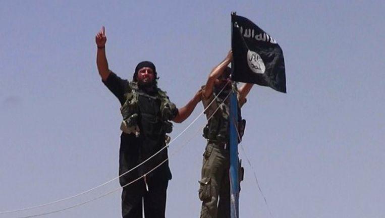 Vermeende ISIS-strijders, vorige week in het grensgebied van Syrië en Irak. Beeld afp