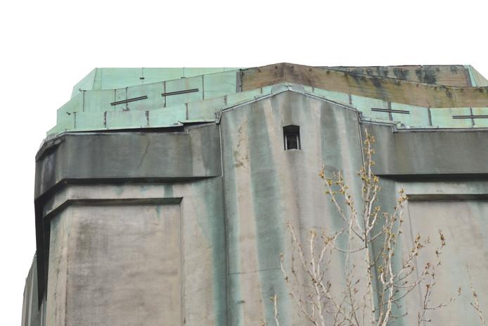Platen van watertoren in Etten-leur hangen los.