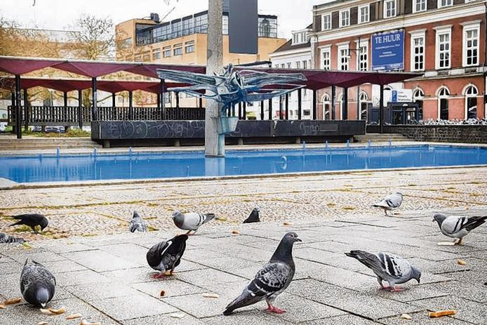 De AKU-fontein en de bijbehorende pergola op het Gele Rijdersplein in Arnhem.