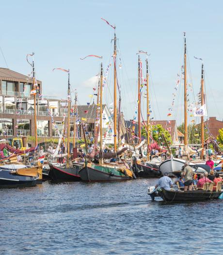 Koninklijke Marine met twee schepen bij Nationale Sleepbootdagen in Zwartsluis