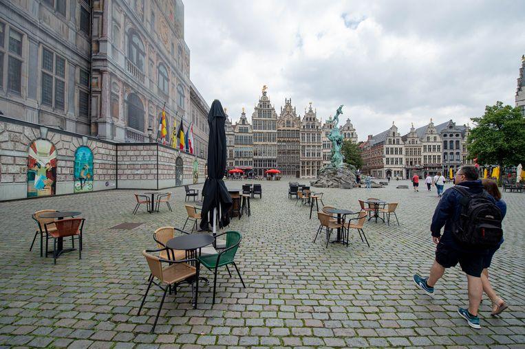 Bijna verlaten winkelstraten en toeristische locaties in de binnenstad van Antwerpen. Beeld Hollandse Hoogte /  ANP
