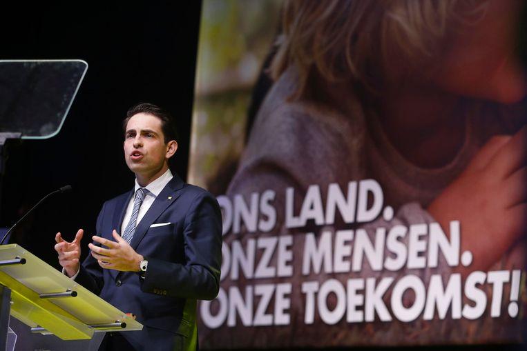Voorzitter van Vlaams Belang Tom Van Grieken pleit voor minder niet-Belgen in sociale woningen.
