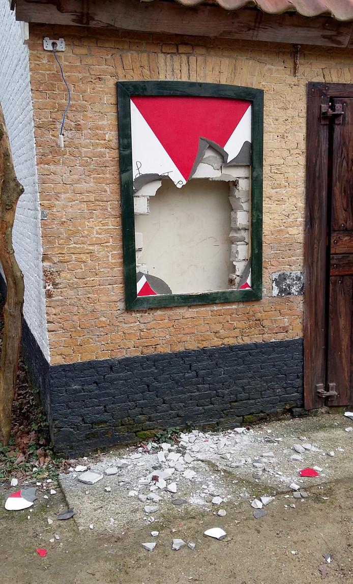 vernielingen van het sprookjeshuis in openlucht theater vrouwenhof in roosendaal foto alfred de bruin