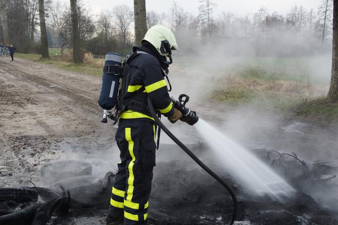 In brand gestoken autobanden in Kaatsheuvel.
