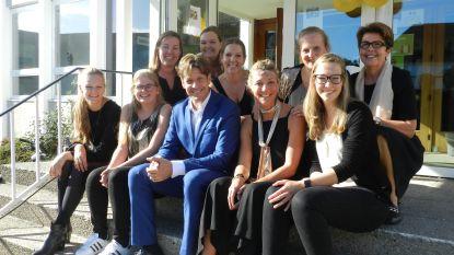 Gunther Neefs deed bewoners van WZC Ons Zomerheem genieten