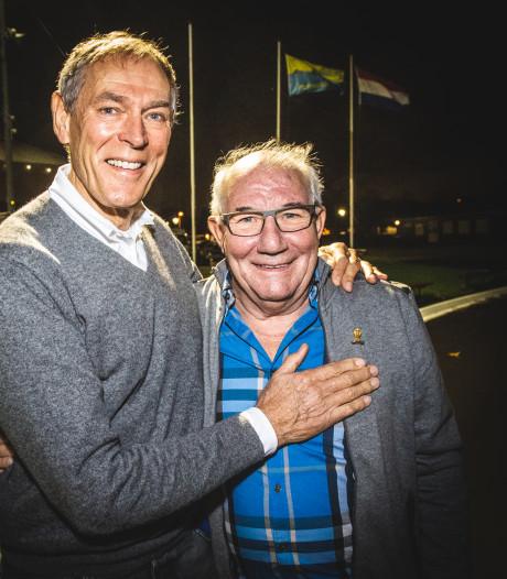 Kees Verkerk ontvangt gouden speld van schaatsbond
