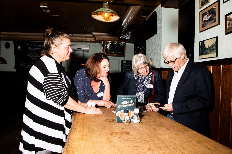 Redactieleden van Spraakvermaak, vanaf links: Petra Kimmel, Mirjam Schrauwen, Maria van Beest en Dik van Beest.  Beeld Hilde Harshagen