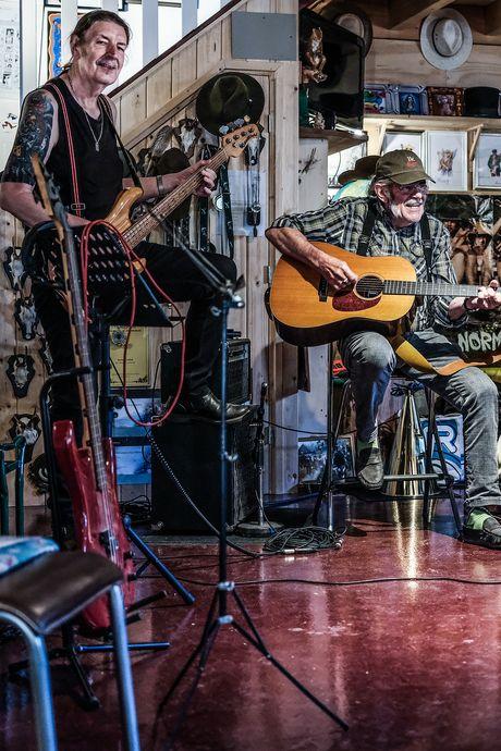 Bennie Jolink (73) maakt in strijd met depressie nieuw album met Normaal: 'Zo bestrijd ik sombere gevoelens'