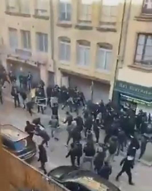 Omwonenden filmden de vechtpartij tussen de Nederlanders en de Corsicanen.