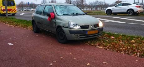Gewonde en veel schade na aanrijding op Auke Vleerstraat in Enschede