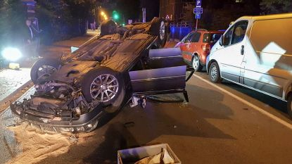 BMW gaat over de kop na crash