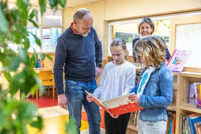 Herman Hodes rijdt graag wat kilometers extra om zijn kinderen naar de Ridder Jorisschool in Zwolle te brengen.