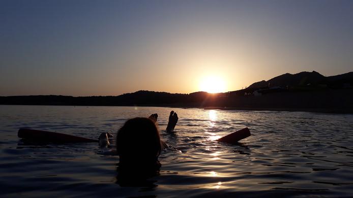 Deze foto werd gemaakt op Corsica, om zes uur 's ochtends. Is er een betere plek voor een zonsopkomst?