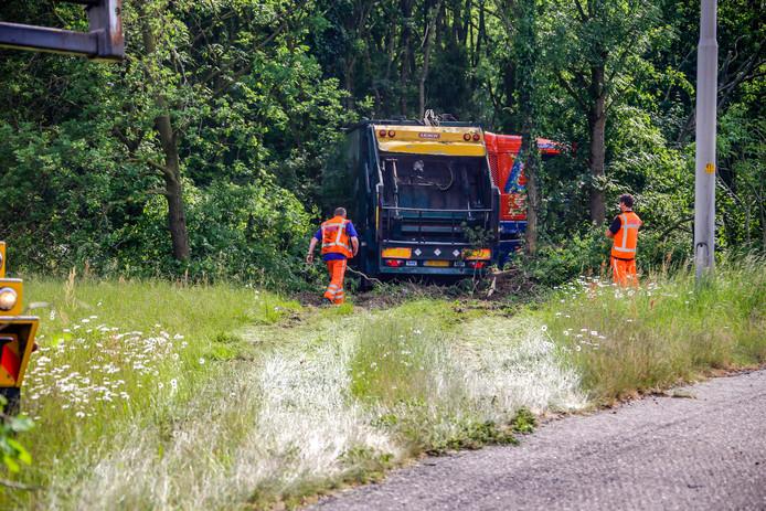 Het ongeluk met de vrachtwagen bij het knooppunt van de A28 met de A1.