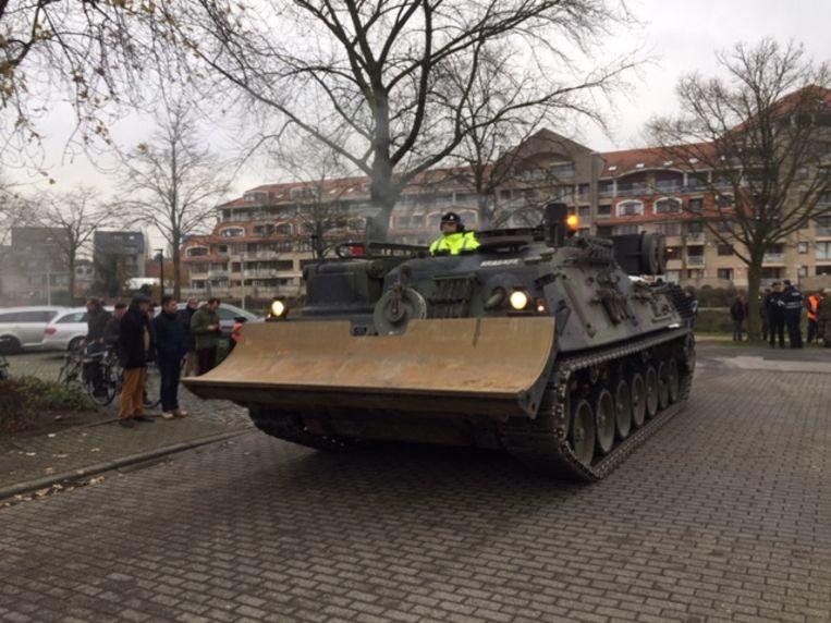 In de namiddag arriveerde de Pioniertank op de parking van de Brielpoort.