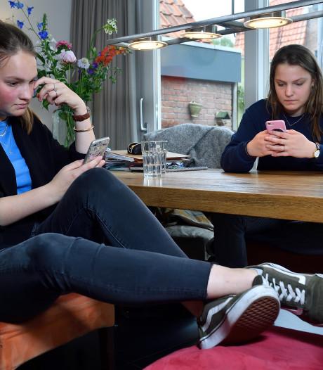 Amerfoortse examenzussen Annick en Emilie kunnen eindelijk uitpuffen