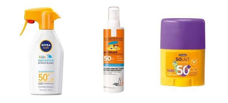 Van links naar rechts: Nivea Sun Kids Sensitive & Protect zonnespray, La Roche-Posay Kind Onzichtbare Spray en  Kruidvat Solait Kids Sunstick. Beeld