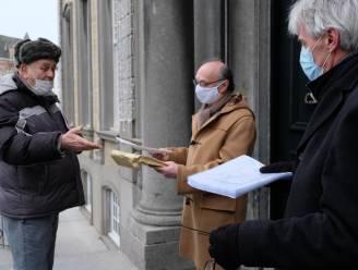 """Buurt overhandigt 220 protestbrieven aan burgemeester: """"Schaf spooroverweg niet af"""""""