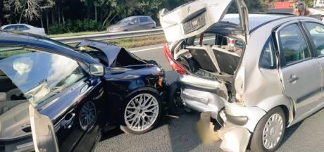 File op A59 na ongeluk met meerdere auto's bij Made