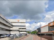 Grote muur van studio op Mediapark Hilversum stort in na aanrijding heftruck